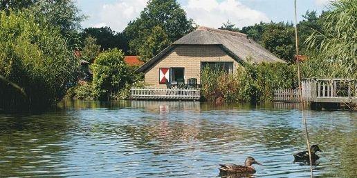 Huisje met een meer