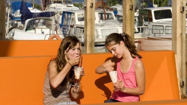 Op de boot aan het meer