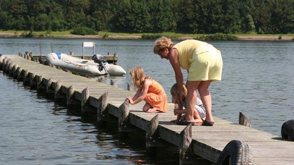 Steiger aan het meer