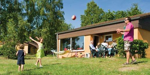 Spelen bij de bungalow