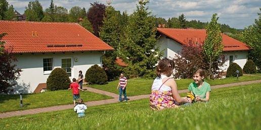 Spelen bij de bungalows